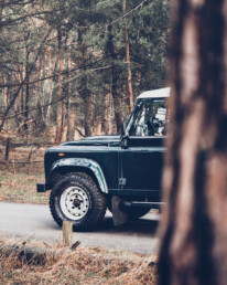 Land Rover Defender 110 front in green